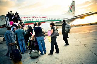 avion-de-pasajeros-de-embarque_19-132314